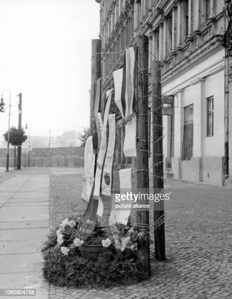 A wreath at the memorial for the deceased Ida Siedmann at the place of her death on Bernauer Street in Berlin Wedding on 29th August 1961 Siekmann...