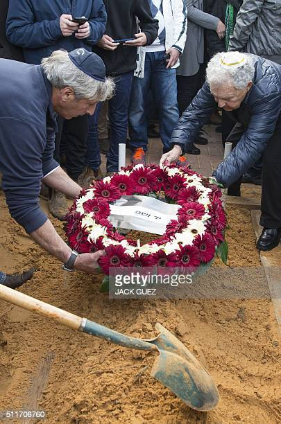 A wreath from the Yad Vashem Holocaust institute is placed over the grave of Samuel Willenberg the last survivor of a prisoners' revolt at the...