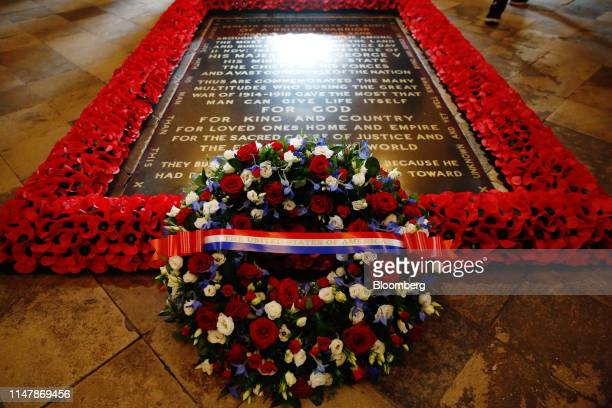 Wreath laid by U.S. President Donald Trump sits at the Grave of the Unknown Warrior at Westminster Abbey in London, U.K., on Monday, June 3, 2019....