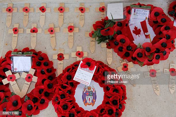wreaths and crosses at the thiepval memorial to the missing of the somme - thiepval memorial stock pictures, royalty-free photos & images