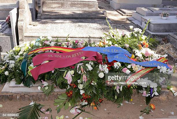 Wreaths of flowers of King Juan Carlos and Queen Sofia at the funeral for King Alfonso XIII of Spain's extramarital son Leandro de Borbon who died at...