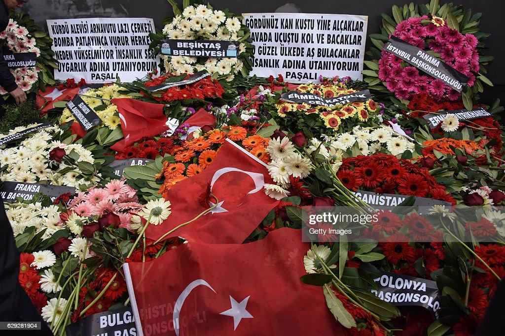 Aftermath Of Suicide Bomb Attacks In Istanbul : Nachrichtenfoto