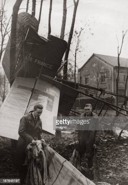 Wreckage of a crashed aeroplane of the Air France near Beauvais Both pilots rescued themselve by parachutes November 16th 1933 Photograph Trümmer...