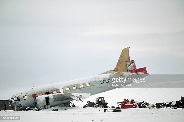 wrecked aircraft at krenkel weather station - airplane crash stock pictures, royalty-free photos & images