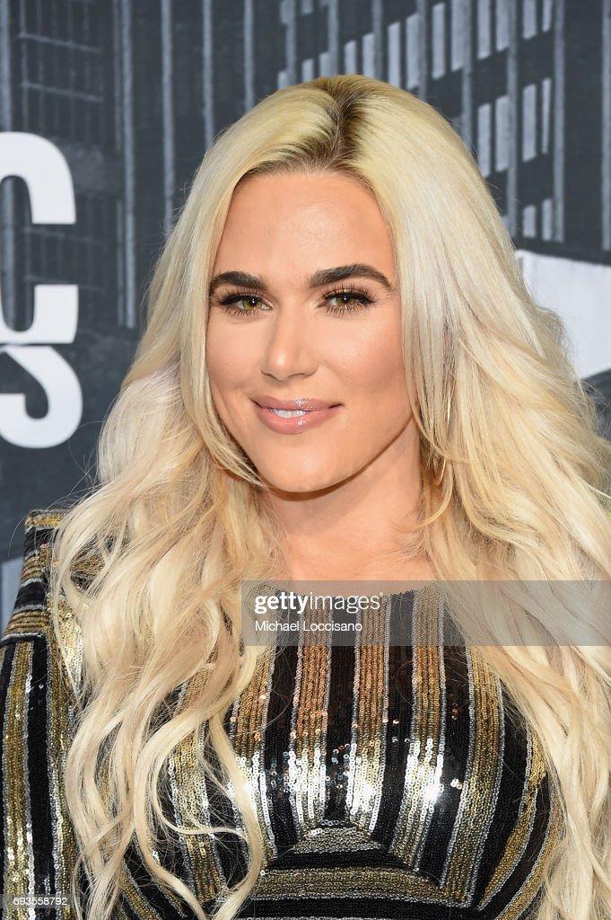 2017 CMT Music Awards - Arrivals : News Photo
