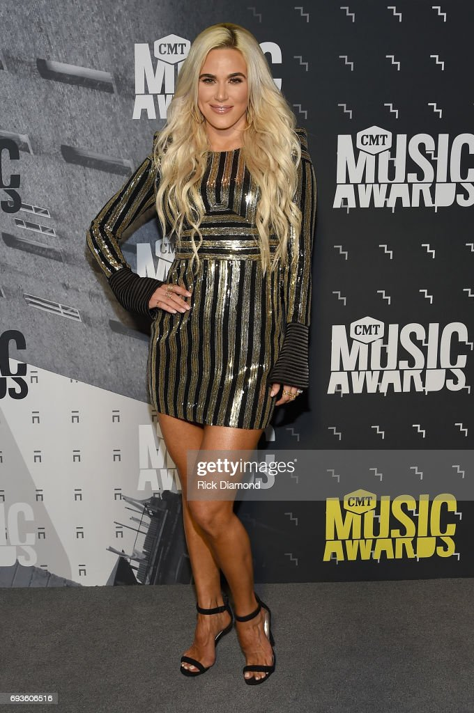 2017 CMT Music Awards - Red Carpet : News Photo