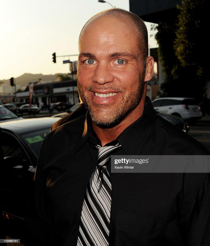 "Premiere of Lionsgate Films' ""Warrior"" - Red Carpet : News Photo"