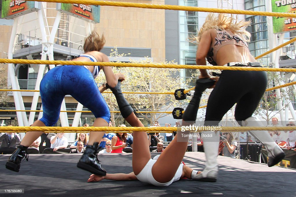 Wrestler/journalist Maria Menounos , WWE Diva Eva Marie ...