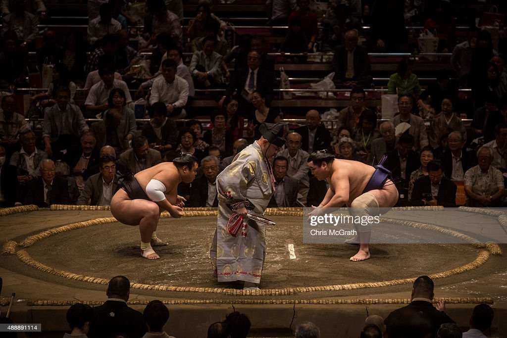 A Day At Grand Sumo : News Photo
