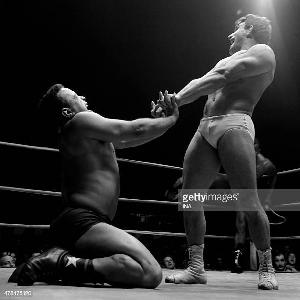 Wrestlers in situation on the boxing ring of the Cirque d'Hiver