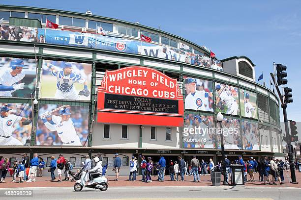 wrigley field stadium in chicago - cubs stock pictures, royalty-free photos & images