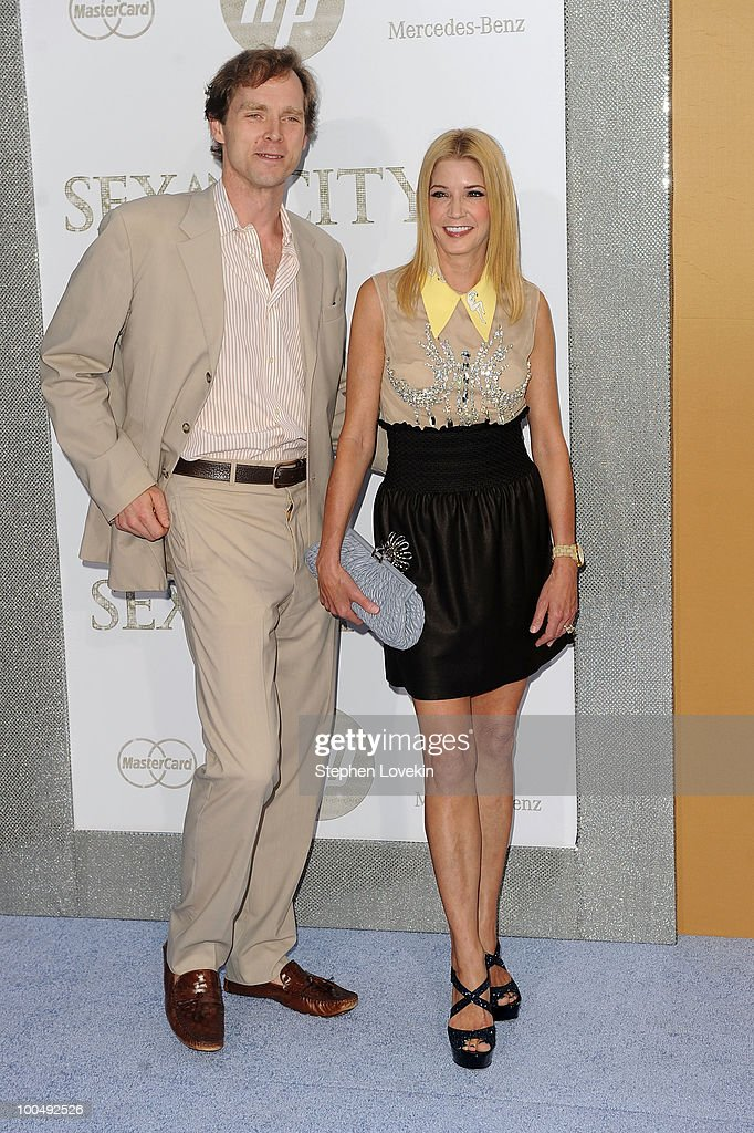 Writer Candace Bushnell (R) attends the premiere of 'Sex and the City 2' at Radio City Music Hall on May 24, 2010 in New York City.