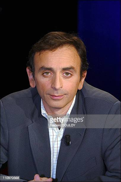 Writer Eric Zemmour at the french tv talk show 'Campus' hosted by Guillaume Durand in Paris France on March 01 2004