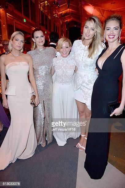 Writer Erin Foster Sara Michael Foster actress Elizabeth banks pro tennis player Maria Sharapova and model Kate Upton attend the 2016 Vanity Fair...