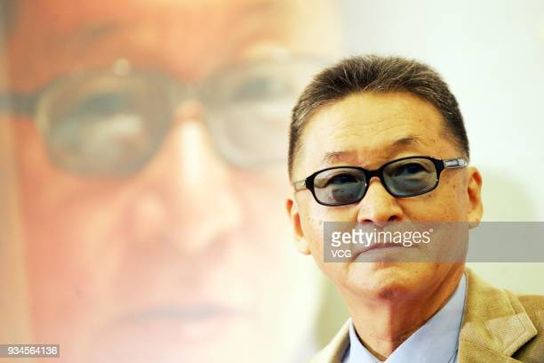 Writer Li Ao arrives at airport on September 19 2005 in Beijing China ChineseTaiwanese writer/social commentator/historian/independent politician Li...
