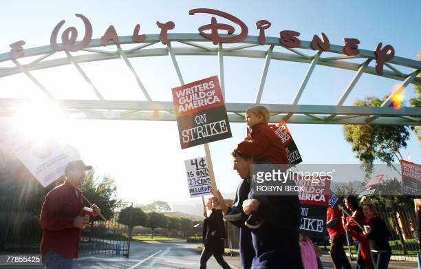 Writer Michael Lent and his son Willem3 walk the picket line in front of Walt Disney studio in Burbank California 12 November 2007 as the writers'...