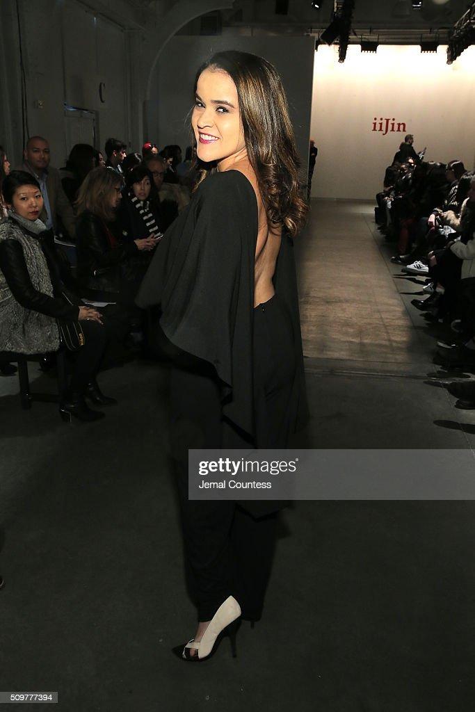 iiJin - Front Row - Fall 2016 New York Fashion Week : News Photo
