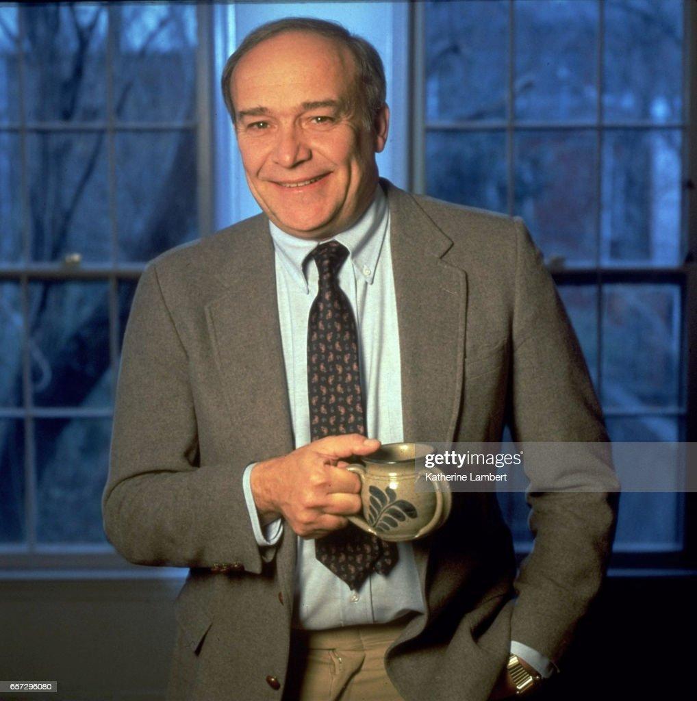 Portrait of Bill Nack posing during photo shoot at home. Katherine Lambert X43976 )