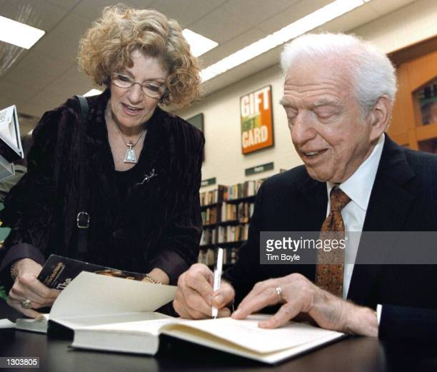 Writer Sidney Sheldon signs a copy of his new book The Sky Is Falling for a fan November 1 2000 at Barnes Noble bookstore in Arlington Heights IL...