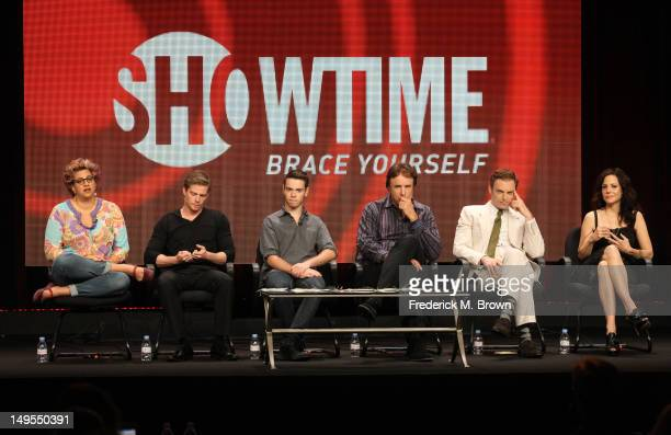 Writer/executive producer Jenji Kohan actors Hunter Parrish Alexander Gould Kevin Nealon Justin Kirk and MaryLouise Parker speak at the Weeds...