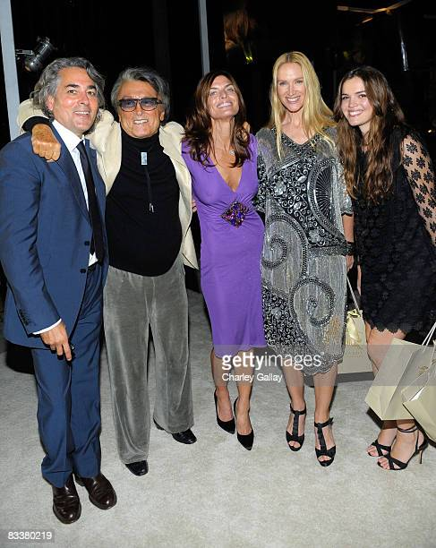 Writer/producer Mitch Glazer proder Robert Evans Lady Victoria White actress Kelly Lynch and her daughter Shane arrive at a preview party to...