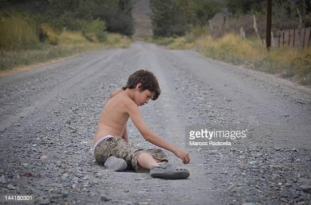 writing on road - radicella imagens e fotografias de stock