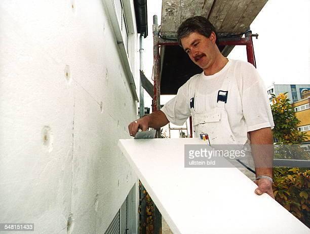 WärmeIsolierung einer Fassade mit Styropor November 1999