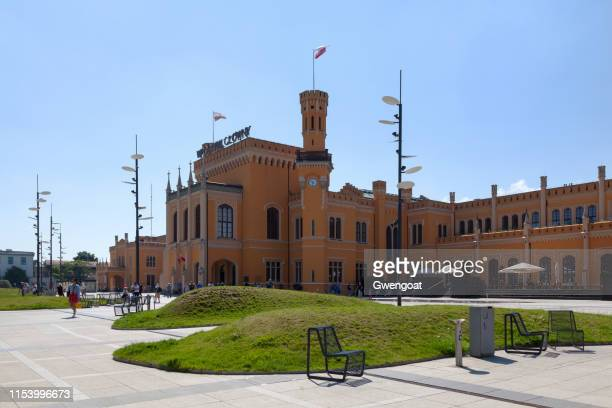 wroclaw main railway station - gwengoat stock pictures, royalty-free photos & images