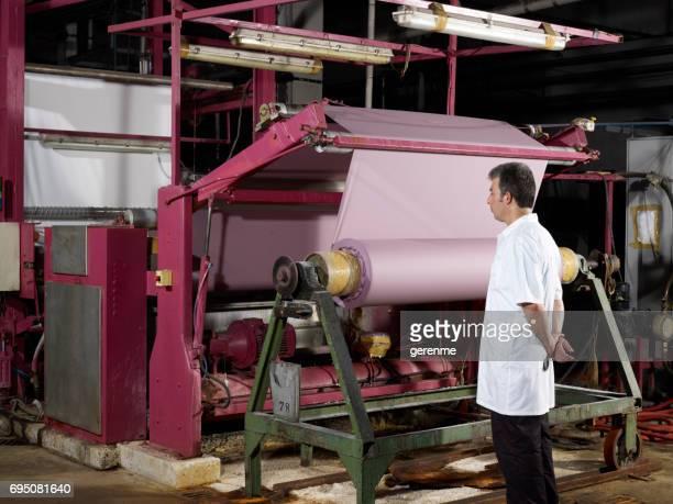 織物工場内 Wrokerman