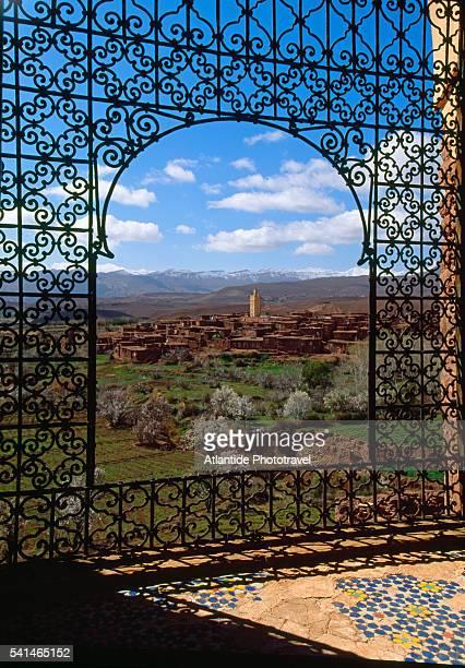 wrought iron gate in telouet kasbah - telouet kasbah photos et images de collection