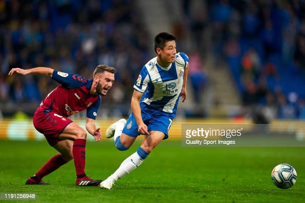 Wu Lei of RCD Espanyol competes for the ball with Ruben Torres of CA Osasuna during the Liga match between RCD Espanyol and CA Osasuna at RCDE...