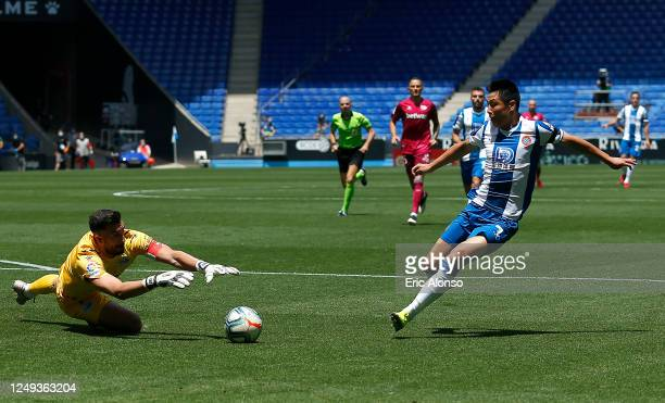 Wu Lei of RCD Espanyol shoots as Fernando Pacheco of Deportivo Alaves dives to save during the La Liga match between RCD Espanyol and Deportivo...