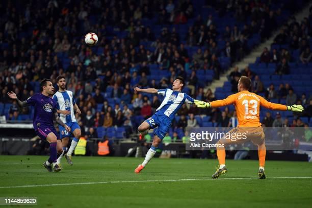 Wu Lei of RCD Espanyol steps up to score the opening goal of the La Liga match between RCD Espanyol and RC Celta de Vigo at RCDE Stadium on April 24...