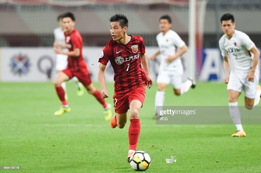 Wu Lei #7 of Shanghai SIPG drives the ball during the AFC Champions League Round of 16 second leg match between Shanghai SIPG and Kashima Antlers at Shanghai Stadium on May 16, 2018 in Shanghai, China.