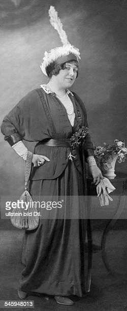 Wuest Ida *03011884Schauspielerin D Studioaufnahme 1913veröffentlicht in Dame 11 / 1913Foto Becker und Maass