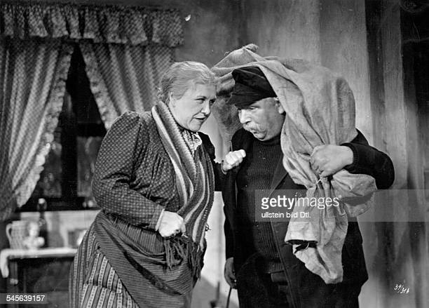 Wuest Ida Actress Germany *10101884 Scene from the movie 'Der Biberpelz' engl title 'The Beaver Coat' with Albert Florath Directed by Juergen von...