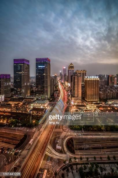 wuhan han street at dusk - ciudad de wuhan fotografías e imágenes de stock