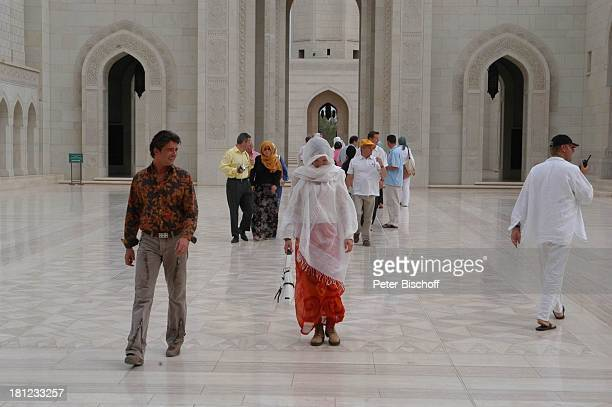 Pascal Breuer Tanja Wedhorn Dreharbeiten der ZDFReihe Traumschiff Folge 49 Oman Episode 1 Wunschkind Muscat/Oman/Arabien Grosse Moschee von Sultan...