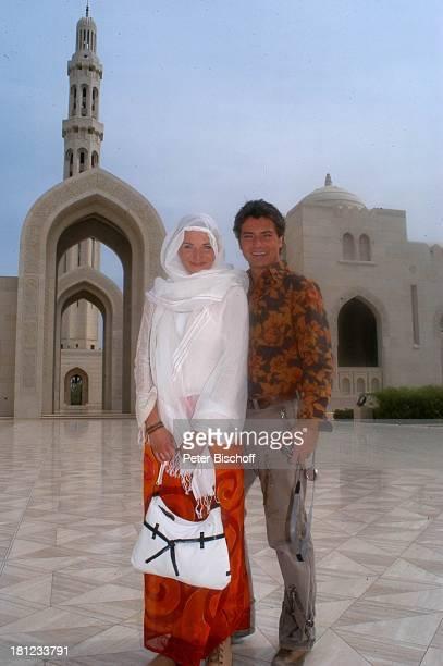 Pascal Breuer Tanja Wedhorn DDreharbeiten der ZDFReihe Traumschiff Folge 49 Oman Episode 1 Wunschkind Muscat/Oman/Arabien Grosse Moschee von Sultan...