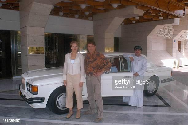 Tanja Wedhorn Pascal Breuer Omanischer Chauffeur Dreharbeiten der ZDFReihe Traumschiff Folge 49 Oman Episode 1 Wunschkind Muscat/Oman/Arabien Hotel...