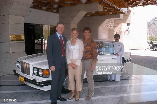 Tanja Wedhorn Pascal Breuer Omanischer Chauffeur Hotelbesitzer Dreharbeiten der ZDFReihe Traumschiff Folge 49 Oman Episode 1 Wunschkind...