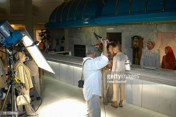 Pascal Breuer Tanja Wedhorn Johanna von Koczian Drehteam Dreharbeiten der ZDFReihe Traumschiff Folge 49 Oman Episode 1 Wunschkind Muscat/Oman/Arabien...