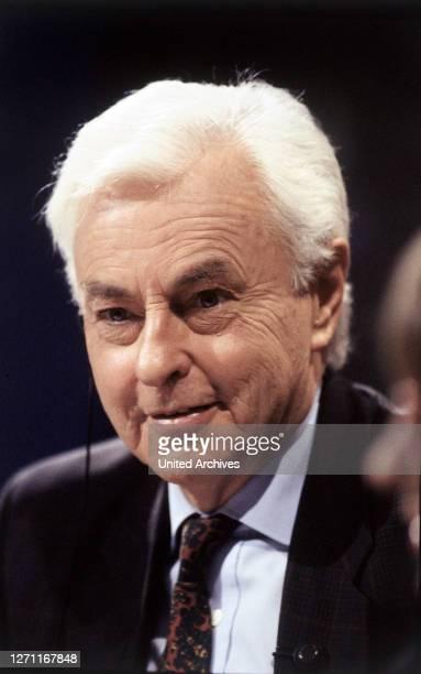 Wurde am 15. März 1927 in Hamm geboren und verstarb 1995. Ab 1969 war Friedrichs Moderator des ZDF-Nachrichtenmagazins 'heute', 1972/73 Reporter in...