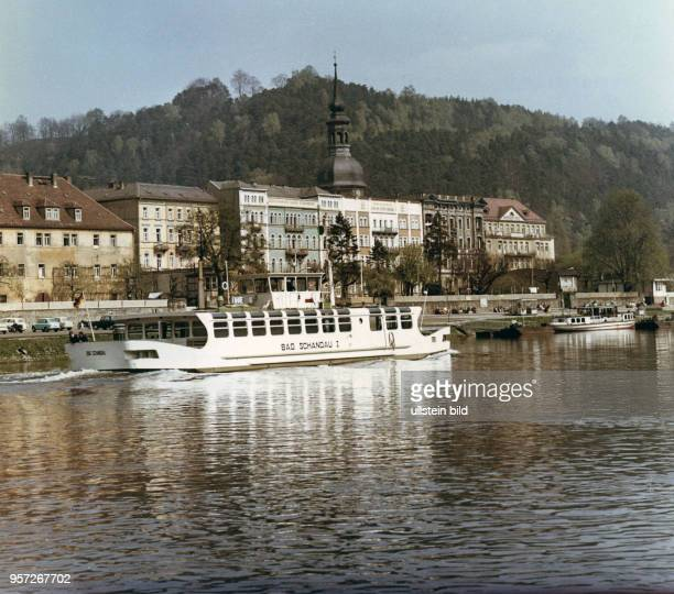 """Wurde in Bad Schandau das Kabinenfährschiff """"Bad Schandau I"""" in Betrieb genommen. Es wurde in dem VEB Schiffsreperaturwerft Dresden-Laubegast gebaut...."""