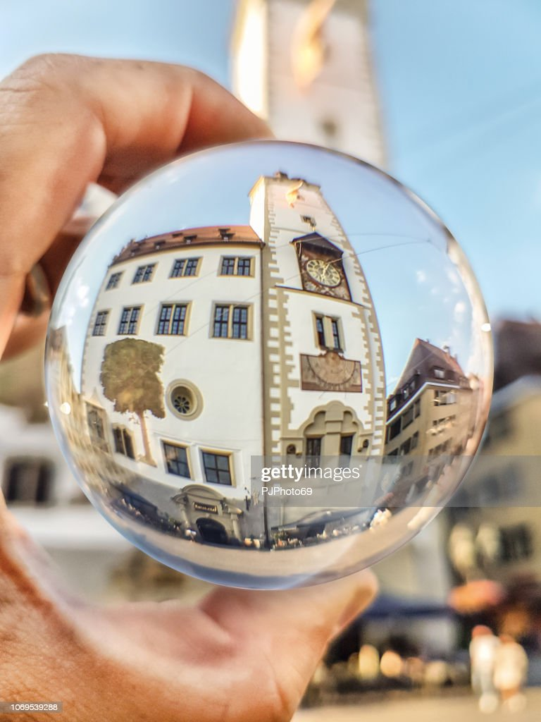 Wurzburg Town Hall watched through a lensball : Foto stock