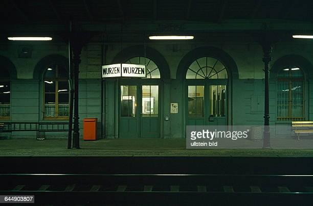 WurzenSachsen Bahnhof bei Nacht Ansicht vom Bahnsteig aus 1990nachher 1009199475