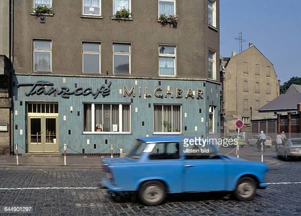 WurzenSachsen TanzcafeMilchbar ehemals Cafe Sanne am Wettiner Platz mit Trabant 1990nachher 1009198665
