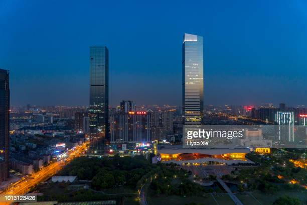 wuxi cityscape night view - liyao xie photos et images de collection