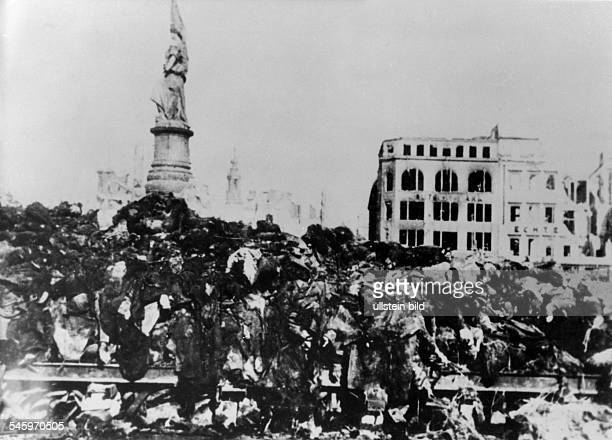 2 WWDresden bombing air attack on Dresden 13Dead bodies of victims piled up rady to incineration 17/