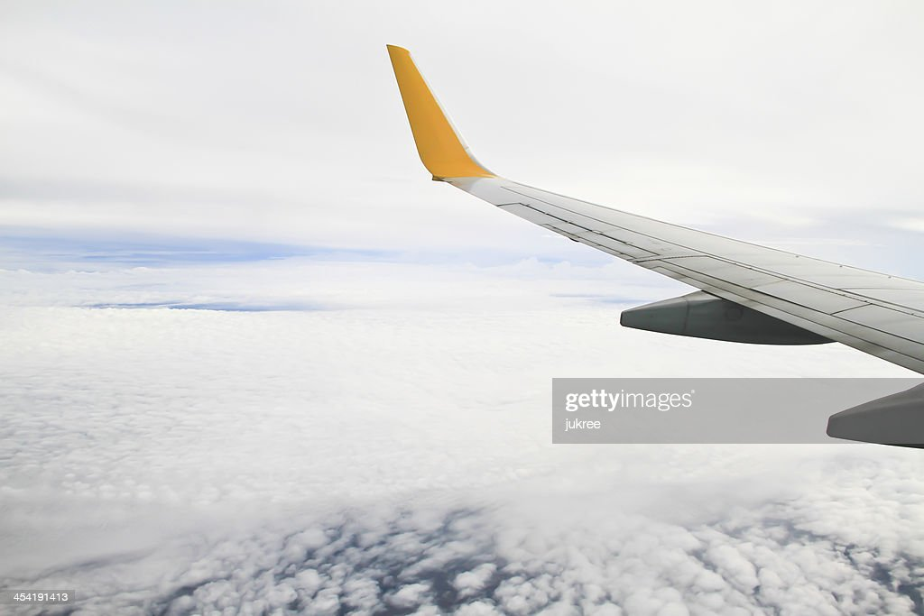 WWing do avião no fundo do céu : Foto de stock